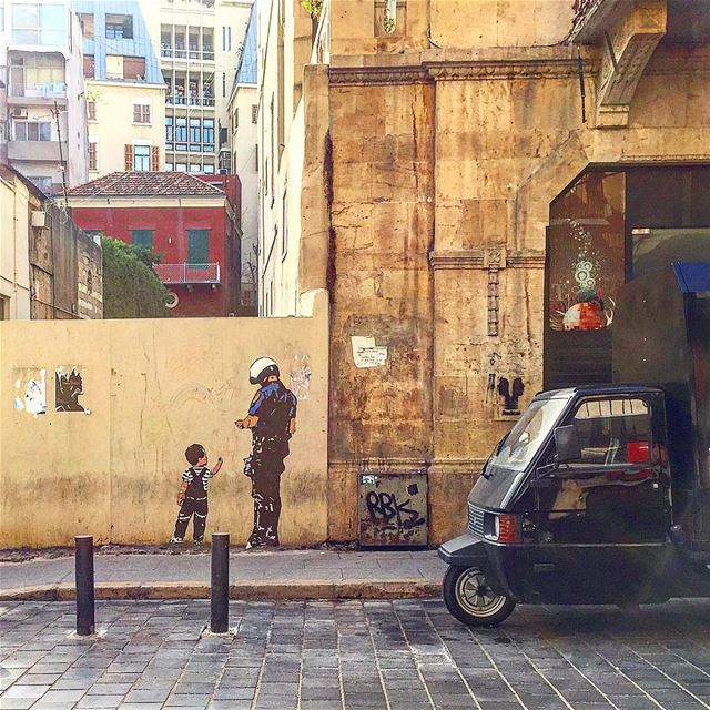 Good cop? Bad cop?:::::::::::::::::::::::::::::::::::::::::::::::::::::::: (Achrafieh, Lebanon)