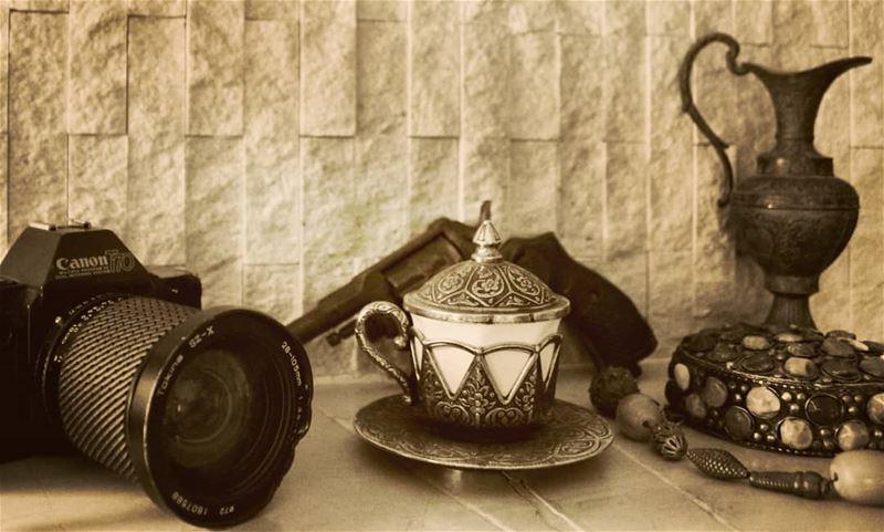 البعض لا يجيدون الوقوف بجانبك الا عند التقاط الصور..... تصوير عدستي روقا