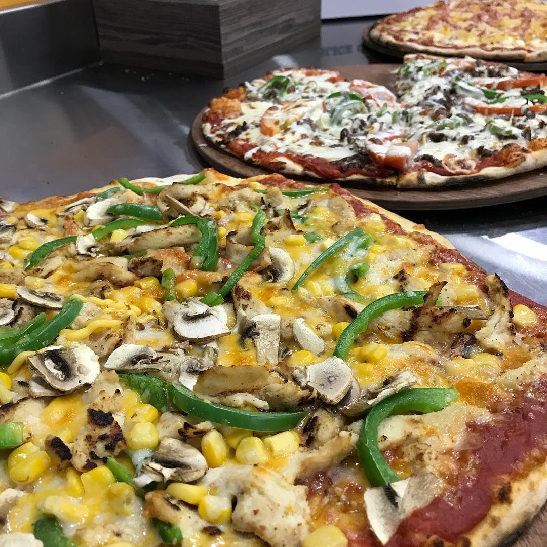 How about Pizza for lunch? ...or 3 perhaps @lacasapizzerialeb 🙈😍😋 photo... (La Casa pizzeria)