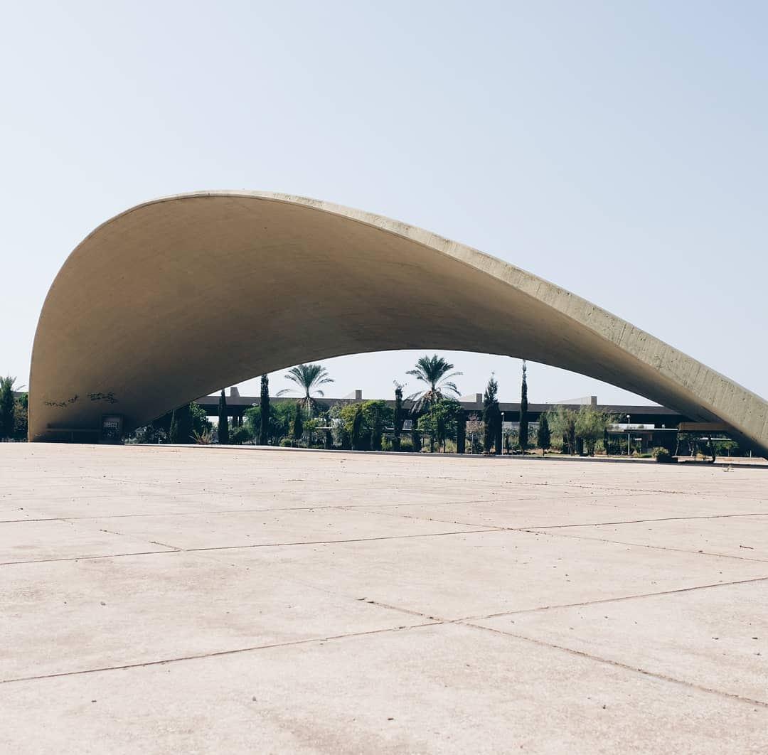 """The curve of life"" .... minimal minimalove minimalexperience ... (Rachid Karami International Fair)"