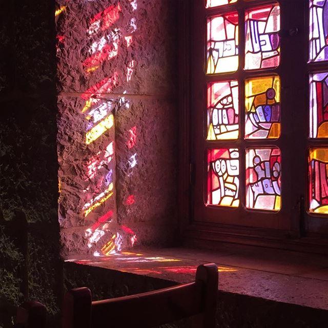 Une lumière d'amour, de spiritualité, de paix et d'espoire... 🙏🏻 light ... (Mazar Saint Charbel-Annaya)