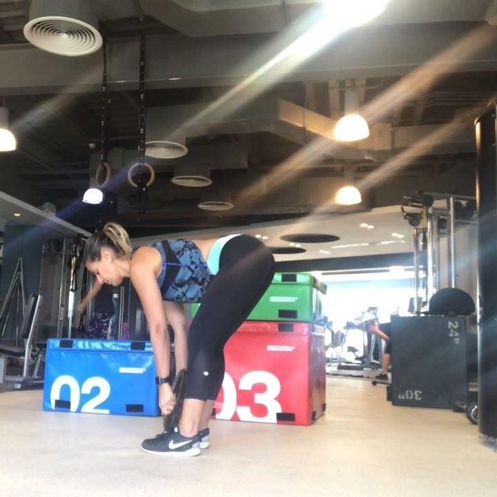 2 of my favorite movements when short on time in the gym :🦋 5 x 10 ... (Dubai, United Arab Emirates)