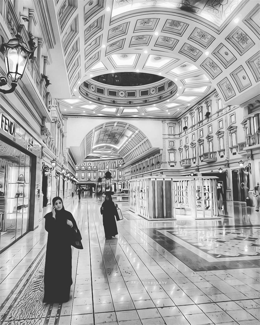 Shopping 😊 * bnw  bnw_captures  bnw_planet  bw  bw_photooftheday ... (Villaggio Mall | فيلاجيو مول)