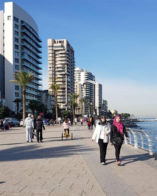 whatsuplebanon eyesoflebanon meetlebanon lebanonpics ... (Ain El Mreisse, Beyrouth, Lebanon)