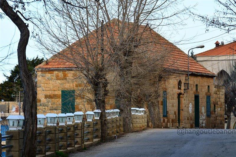Good morning Lebanon.- hangoutlebanon lebanonpocketguide ... (Hadeth El Joubbe, Liban-Nord, Lebanon)