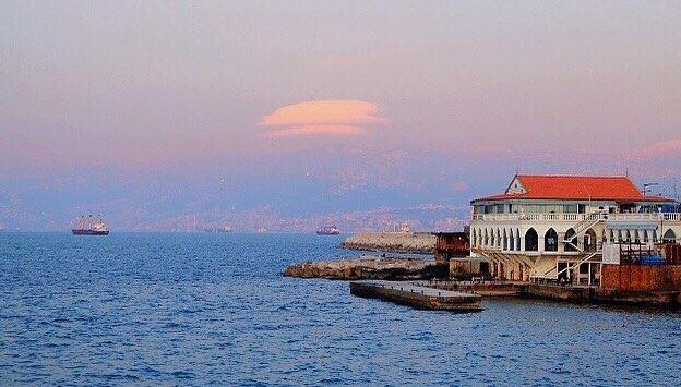 Between sky and sea 💙.......... lebanon lebanon_hdr beirut ... (Ain El Mreisse, Beyrouth, Lebanon)