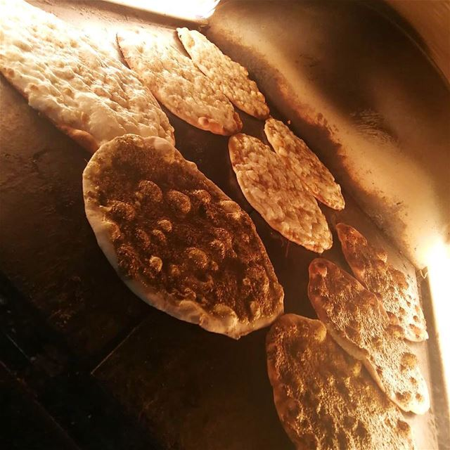 My kind of Sunday's❤️!!•••• rashetsomsom breakfast zaatar jebneh ... (Rashet somsom - رشة سمسم)