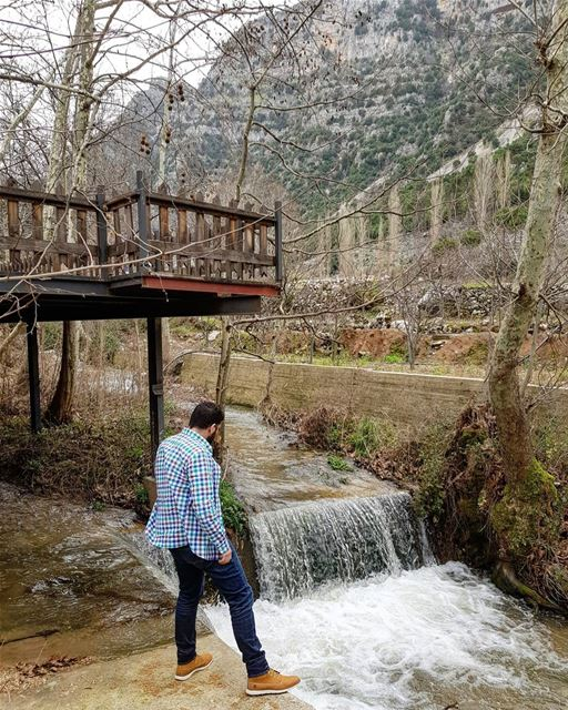 Countless droplets💧... livelovetannourine nature waterfall mountains... (Tannurin At Tahta, Liban-Nord, Lebanon)