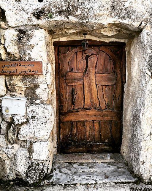 اذكر يا انسان انك من التراب و إلى التراب تعود...... (Douma, Liban-Nord, Lebanon)