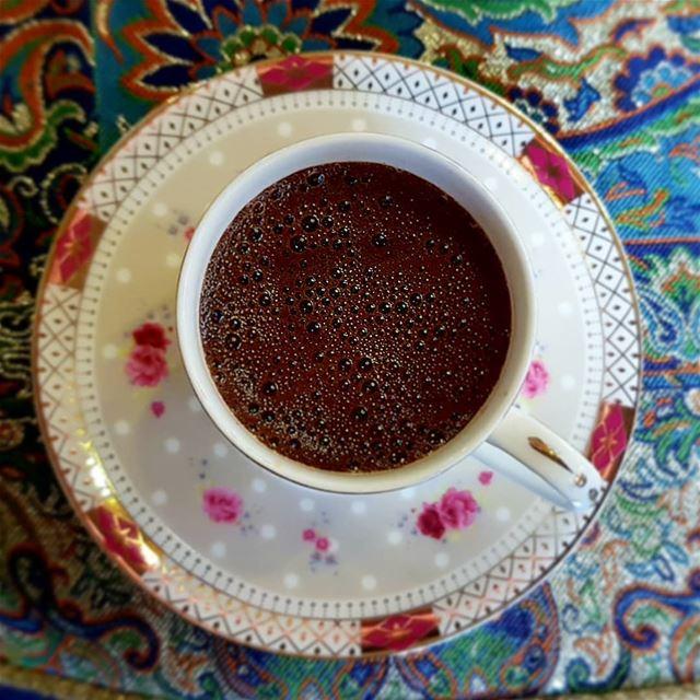 أشتهي قهوة تذهب عقلي،ولا بأس إن أفقدتني الذاكرة.. قهوه قهوتي روقان صباح