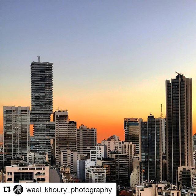 🇱🇧 Espetacular entardecer em Beirute! Repost @wael_khoury_photography ... (Beirut, Lebanon)