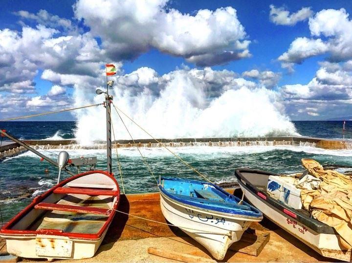 Wave after wave, slowly drifting 📍Beirut, Lebanon...━ ━ ━ ━ ━ ━ ━ ━ ━ ━ (Beirut, Lebanon)