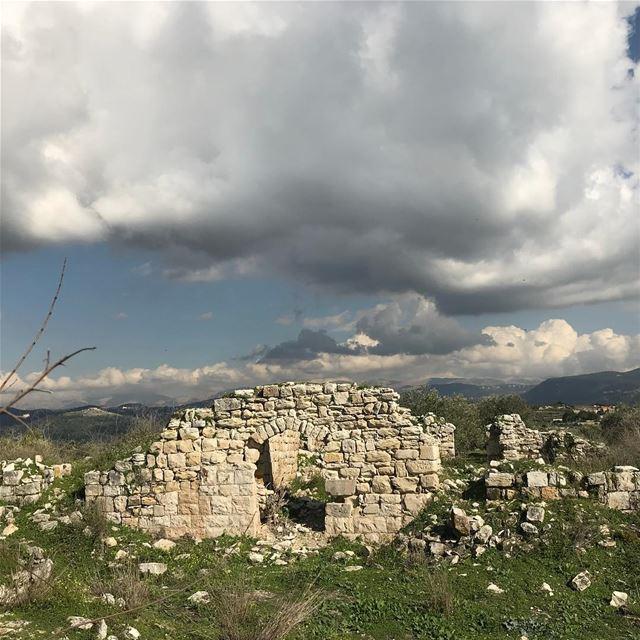 جون djoun ضهر الست) dahrelsitt قضاء الشوف chouf ladyhester ... (Deïr El Moukhallès, Al Janub, Lebanon)