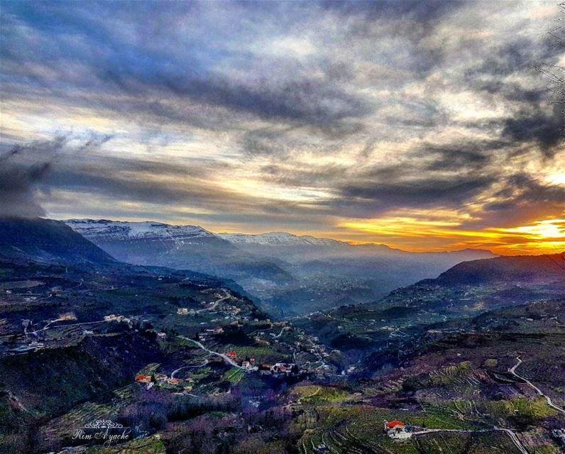 بشمالك بجنوبك بسهلك بحبك🇱🇧 landscape lebanoninstagram ... (Akoura, Mont-Liban, Lebanon)