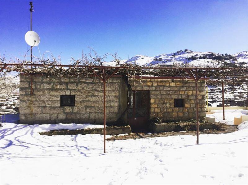 Lebanese house....... travelawesome exploretheglobe ... (Arz Tannoûrîne)
