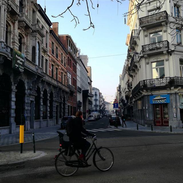 Las calles bonitas de Europa antigua - ichalhoub in Brussels Belgium...