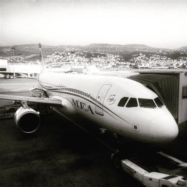 💨 💨💨 airborne airline bnw bnwphotography airplane aviation ... (Beirut–Rafic Hariri International Airport)