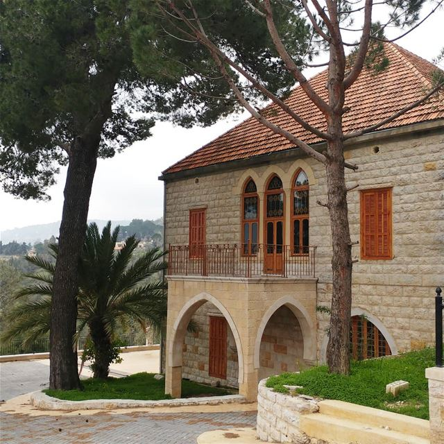 Admiring this house whenever I drive by it. It has two huge balconies on... (Jdeïdé, Mont-Liban, Lebanon)
