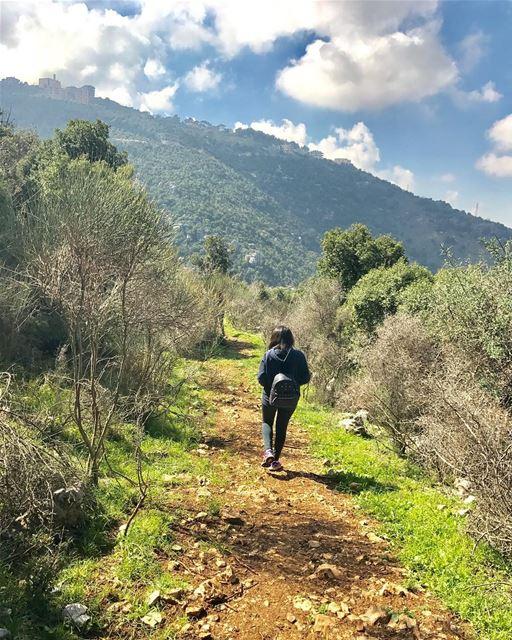 Keep going ....💚💆 walkofftheearth walkingonnature nature_perfection... (El Khenchâra, Mont-Liban, Lebanon)