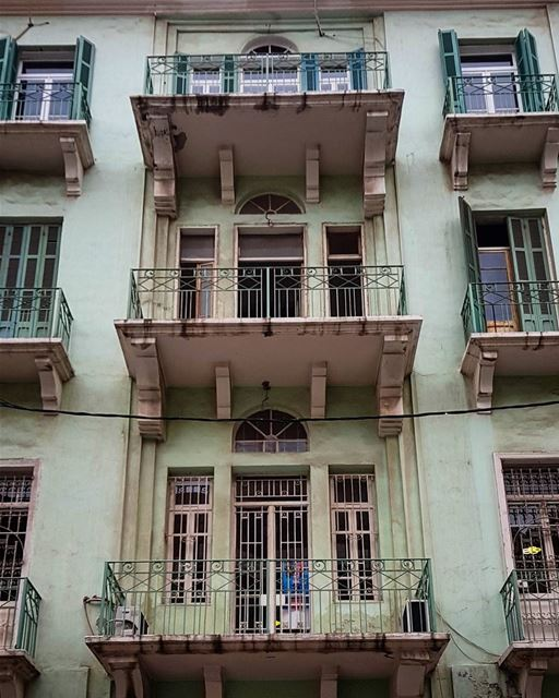 Forever my favourite 💚Beirut old homes, a life time of stories if only... (Beirut, Lebanon)