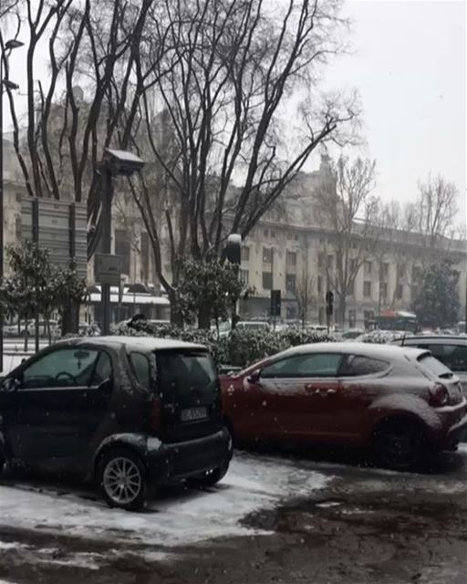 Snowing in Milan 🌨❄️DailySketchLook 249 shopping italian boutique ... (Milano Centrale)