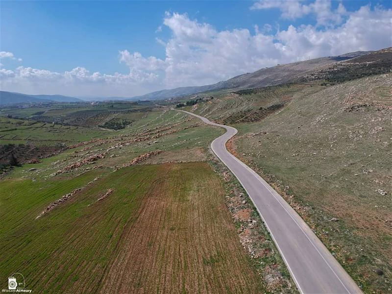 intheair inthemiddleofnowhere highway dronephotage dronephotography... (Hasbaya)