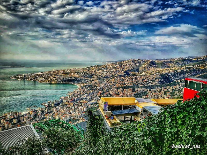 من وين الحلوة العليانة ع الورد وأكترتتموّج مثل النِيسانة بجبال العنبر...ب (Harisa, Mont-Liban, Lebanon)