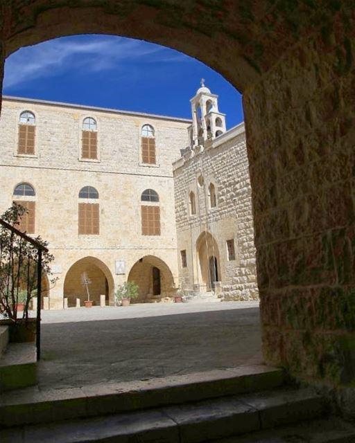 _________________________________________ libanon church jesuschrist... (Kfarhay)