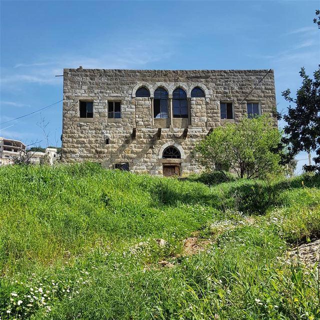 Abandoned 🏡..... livelovebeirut wearelebanon insta_lebanon ... (Aramoun, Mont-Liban, Lebanon)