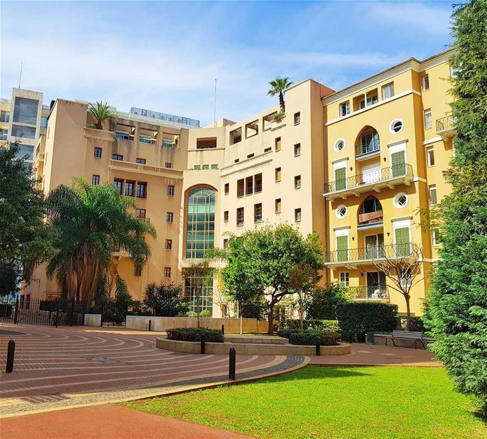🇱🇧🇱🇧 sunnyday beautifulday garden building lovelebanon landscape... (Saifi Village)