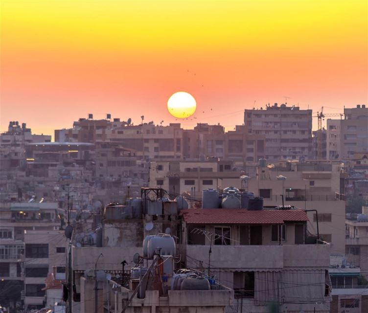 🌅🌅.... sunset beirut city lebanon insta_lebanon sky sunshine... (Hâret Hraïk, Mont-Liban, Lebanon)
