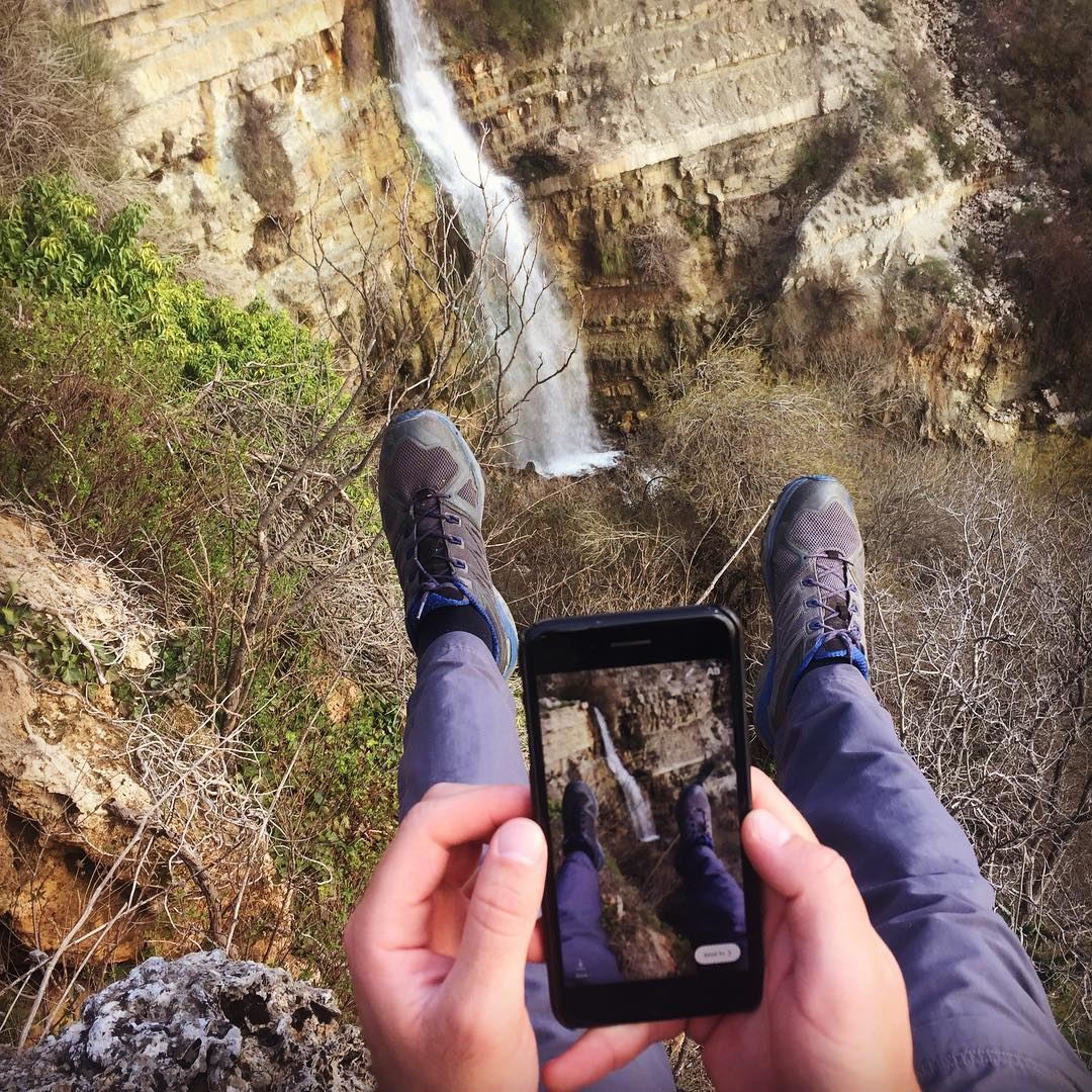 Life on the edge is only a matter of perspective 😌 hiking hammana ... (Hammana)