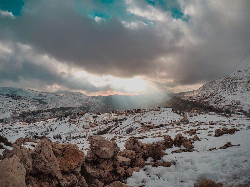 ناس بالثلج و ناس بالشمس🔦.......... lebanon faraya ... (Faraya, Mont-Liban, Lebanon)