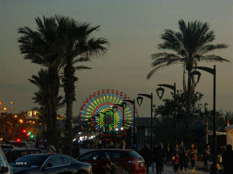 good evening spin wheel people streetphotography trees photography... (Manara Beyrouth)
