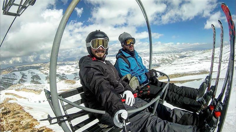 The view from a chairlift... skimate skilovers skiaddict chairliftselfie... (Mzaar Kfardebian)