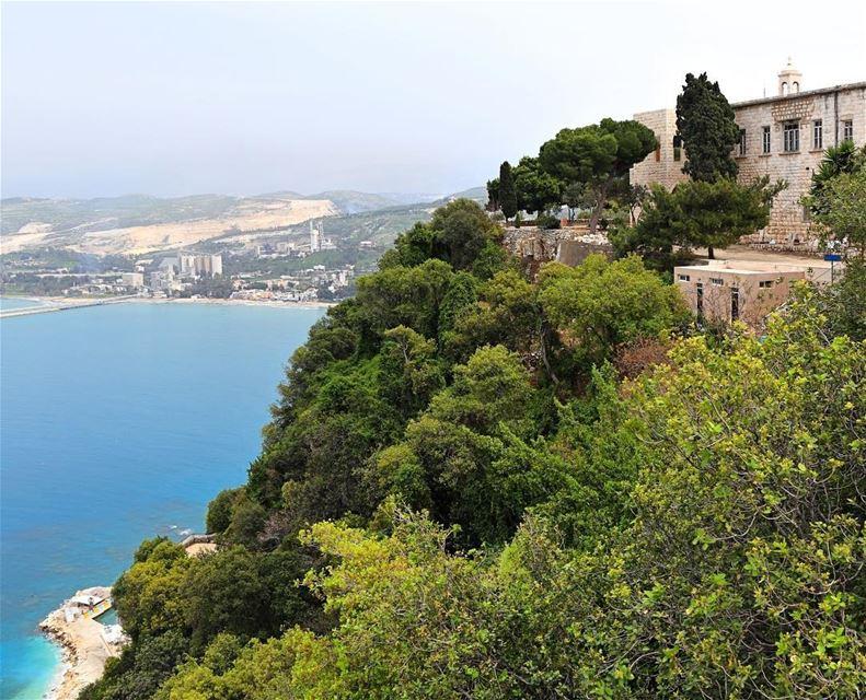 🇱🇧 Um dos lugares mais bonitos do Líbano para visitar é o Santuário e... (Saydet El Nourieh)