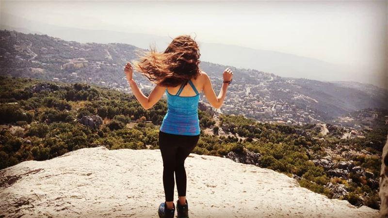 """""""والهوا طاير طاير .. يلعب بهالضفاير يرسم رقصة عالداير ..وانا متل الهوا صاي (Mount Lebanon Governorate)"""