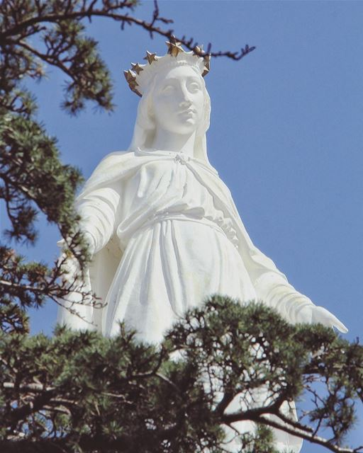 Have a blessed Sunday... (Our Lady of Lebanon)