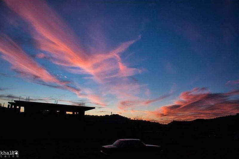 """السحاب الرقيق المرتفع Cirrus cloud يطلق عليه العرب اسم """"السمحاق"""" أو """"القزع"""""""