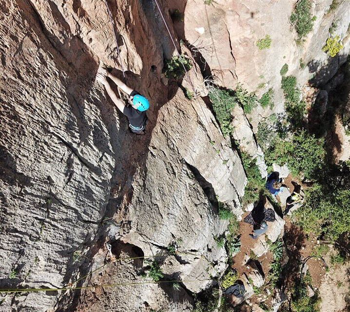 He's way up there!!Best time to join our Climbing school is now!! Weather... (Tannurin At Tahta, Liban-Nord, Lebanon)
