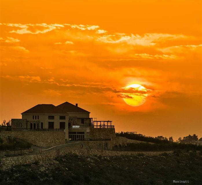 بيتي أنا بيتك وما الي حدامن كتر ماناديتك وسع المدىنطرتك ع بابي وع كل البو (Lebanon)
