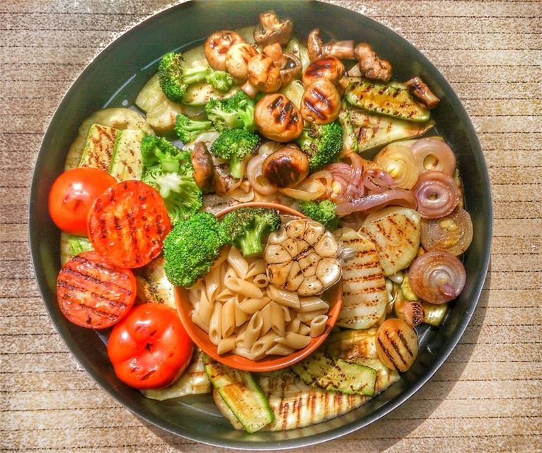 Grilled Veggies with Pasta anyone? Give us a call ☎️ 03 25 13 19, order... (Em's cuisine)