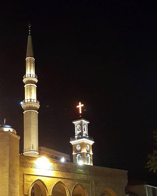 Unity ⛪🕌.......... Lebanon beirut downtownbeirut ... (Downtown Beirut)