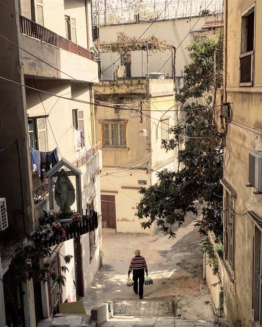 oldbuildings oldstreet life picoftheday beirut ... (Achrafieh, Lebanon)