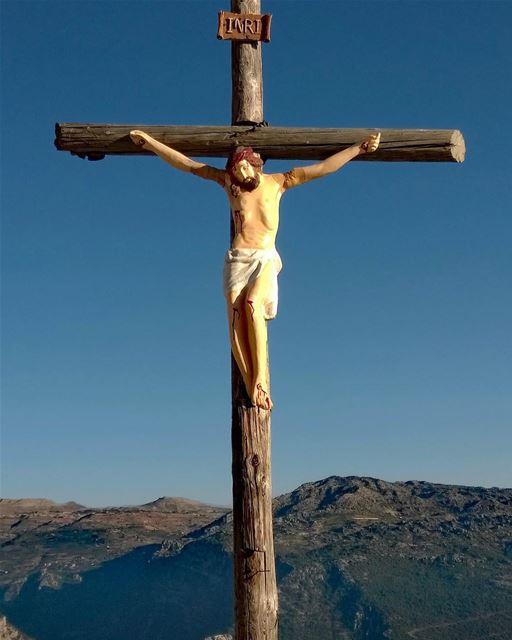 Relembrando a crucificação de Cristo nesta Sexta-Feira Santa em Hardine,... (Hardîne, Liban-Nord, Lebanon)