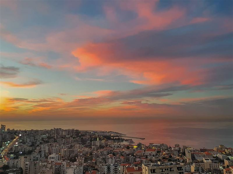 Late, warm and pink sunsets are finally back!• ptk_lebanon ... (Joünié)