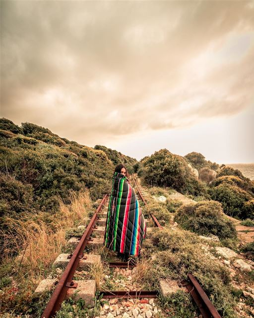old train track and a @gorumpl blanket 🛤📷 @highsamachkar........ (Chekka)
