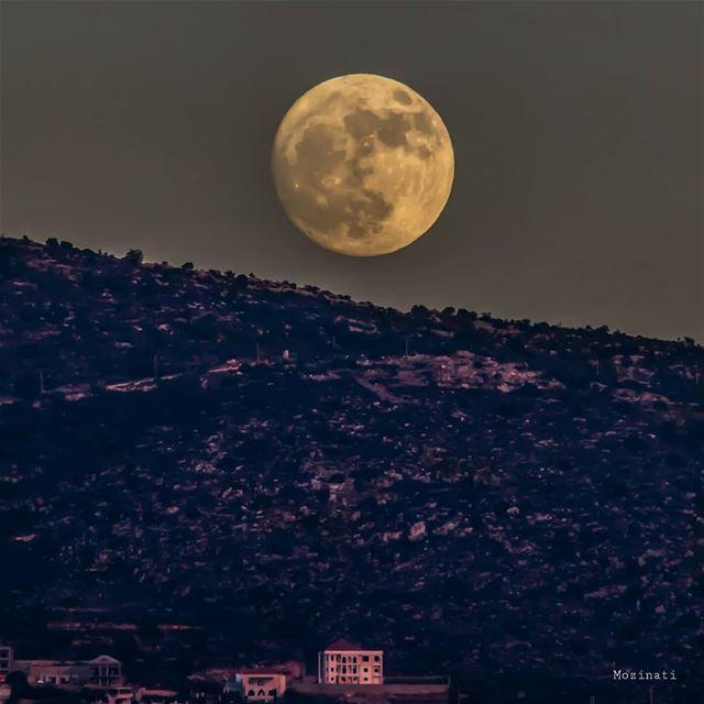يا جبل اللي بعيد قول لحبايبنا بعدو الحبايب بيعدو بعدو الحبايب عجبل عالي ب (Lebanon)