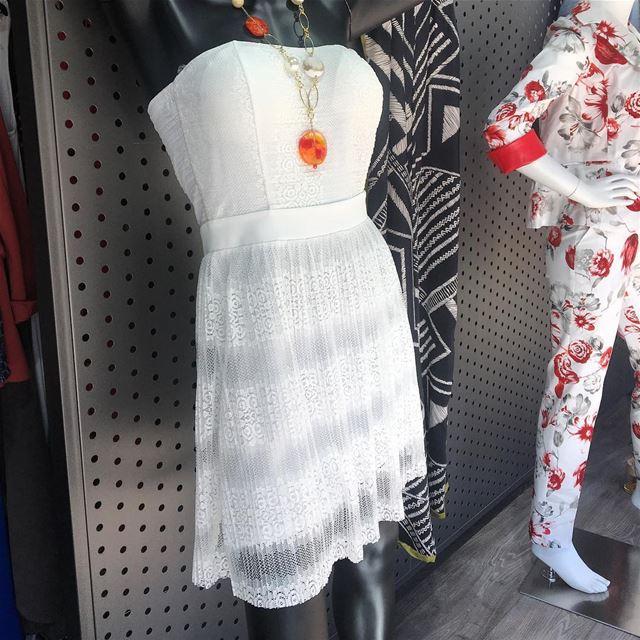 Little white dress New SS18DailySketchLook 273 shopping italian ... (Er Râbié, Mont-Liban, Lebanon)
