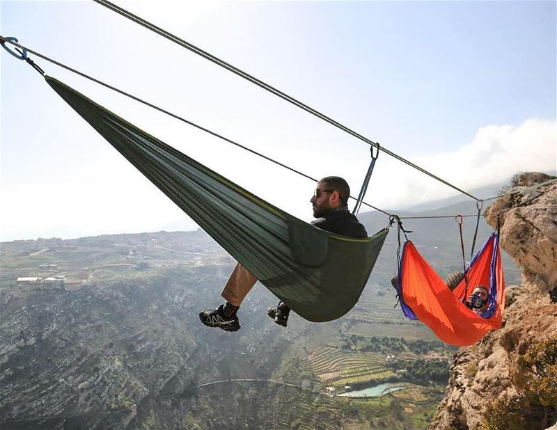 Always 1 step ahead with these rad hammockers @architectonthemove @vixoo7 ⛰ (Zahlé, Lebanon)